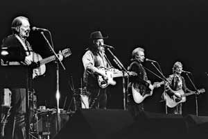 Photograph of the Highwaymen in concert with Willie Nelson, Waylon Jennings, Johnny Cash and Kris Kristofferson .